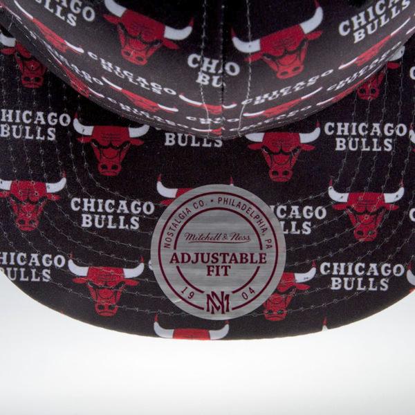 https://hoodshop.eu/wp-content/uploads/2016/09/eng_pm_Mitchell-Ness-cap-snapback-Chicago-Bulls-black-Mono-Logo-EU937-21327_6.jpg