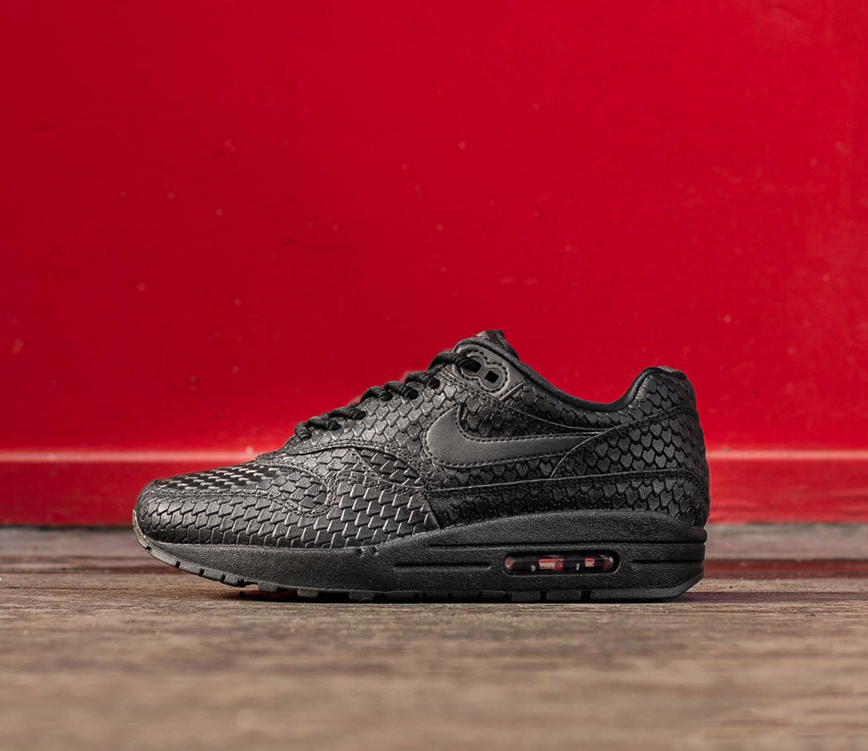 https://hoodshop.eu/wp-content/uploads/2017/11/454746-014-AIR-MAX-1-PRM-hoodshop-women-limited-black-snakeskin-premium-sneakers.jpg