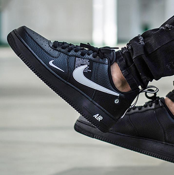 Nike Air Force 1 07 LV8 Utility NereBianche Nere AJ7747 001