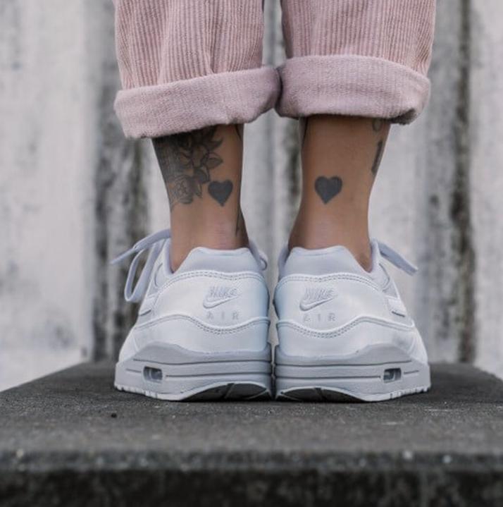 https://hoodshop.eu/wp-content/uploads/2019/05/hoodshop-Nike-Womens-Air-apavi-Max-1-LX-Pure-Platinum-2-800-apavi-og-limiteti-apavi.jpg